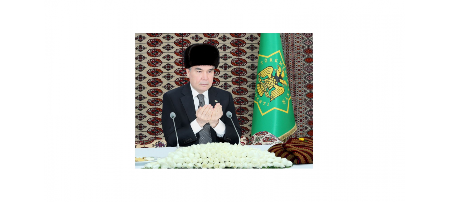 THE PRESIDENT OF TURKMENISTAN GIVES SADAKA IN THE MAIN MOSQUE OF DASHOGUZ VELAYAT